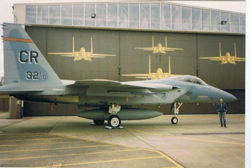 F15 voor Zulu hangaar 1994